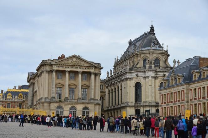 Waiting in Versailles